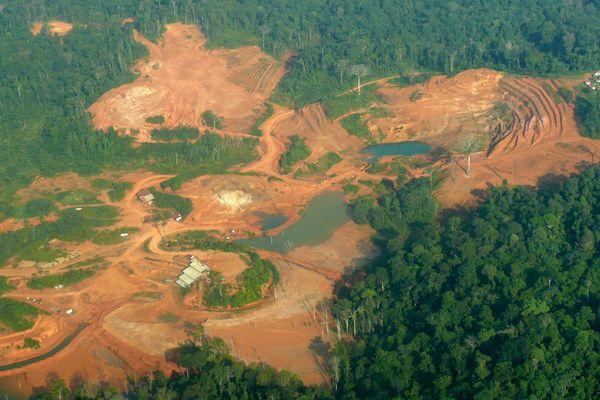 Vue aérienne d'une mine d'or