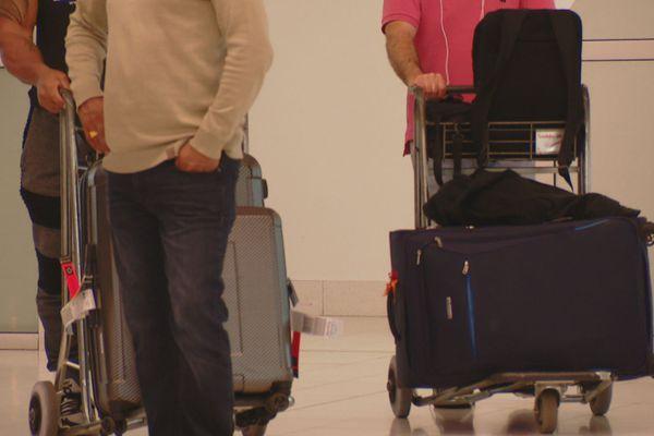 Aéroport touristes bagages
