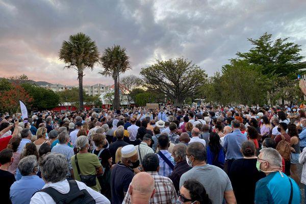 Environ 400 personnes sont rassemblées ce mardi 20 octobre en hommage à Samuel Paty