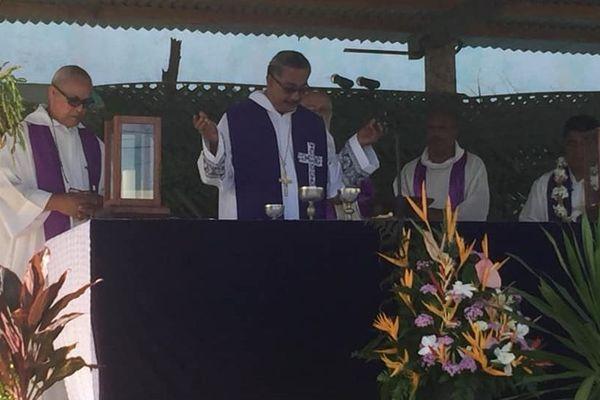 La messe a été célébrée par Mgr Ghislain et concélébrée par Mgr Susitino Sionepoe