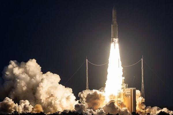 Une fusée Ariane 5 ECA, le lanceur lourd européen, a décollé jeudi de Kourou.