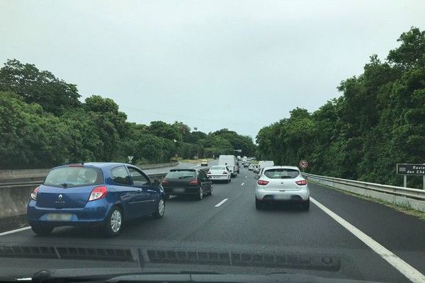 fortes pluies averses embouteillages ravine des chevres 210120