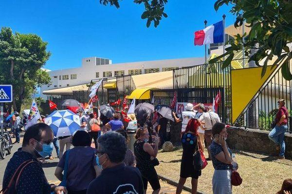 coronavirus grève syndicats education nationale devant rectorat Saint-Denis 101120
