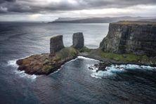 L'arche des Kerguelen, au nord de l'archipel du même nom, est l'un des nombreux symboles patrimoniaux des Terres et mers australes françaises, inscrites sur la liste du Patrimoine mondial de l'Unesco