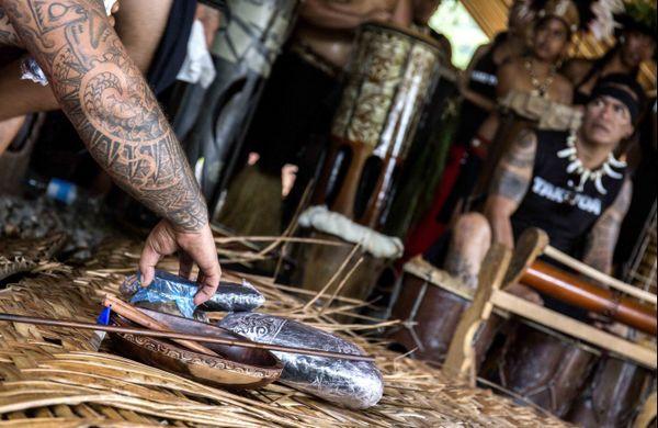 Démonstration de tatouage traditionnel au Festival des arts des îles Marquises 2015 7