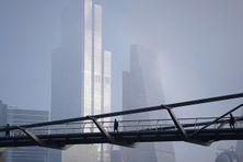 Le Millenium Bridge à Londres, en acier inoxydable ACERINOX et nickel SLN 25 ERAMET. Il enjambe la Tamise et rejoint le quartier financier de la City.