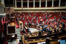 Les députés rassemblés dans l'hémicycle de l'Assemblée nationale, le 12 janvier 2021.
