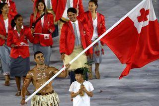Pita Taufatofua - porte drapeau
