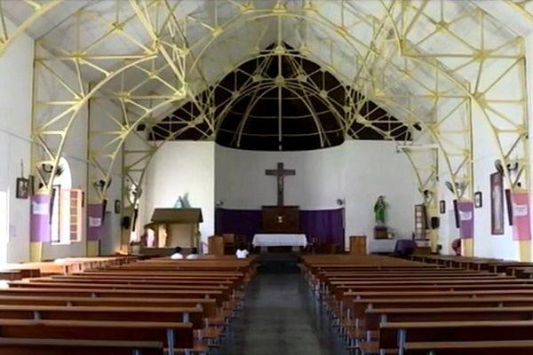 Eglise de Sainte-Suzanne (intérieur)
