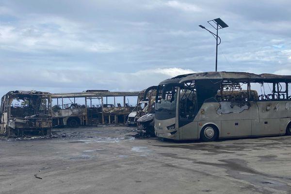 Incendie du dépôt de bus à Grand Bois 28/8/2021 bus calcinés