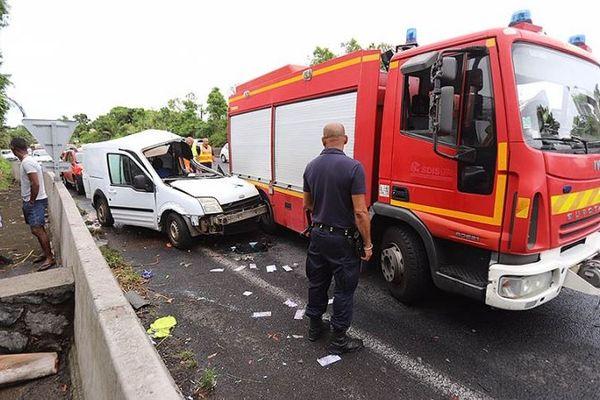 Réactions et hommages suite au décès d'un pompier de Saint-André lors d'une intervention