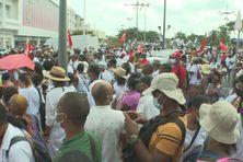 De nombreux manifestants dans les rues de Fort-de-France.