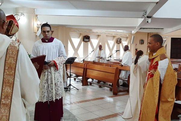 Ordination de du prêtre Neuville Cospar à Fort de France