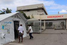 Des patients seraient actuellement soignés à même le sol dans les hôpitaux de la capitale Port Moresby.