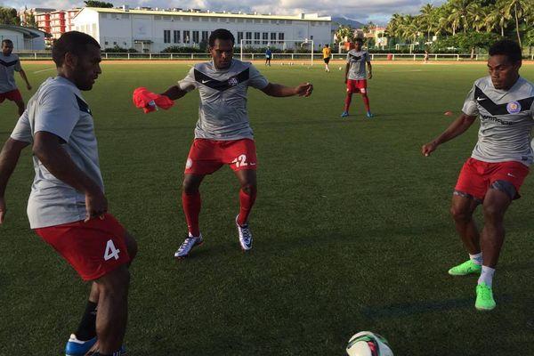 La sélection calédonienne de football à l'entraînement