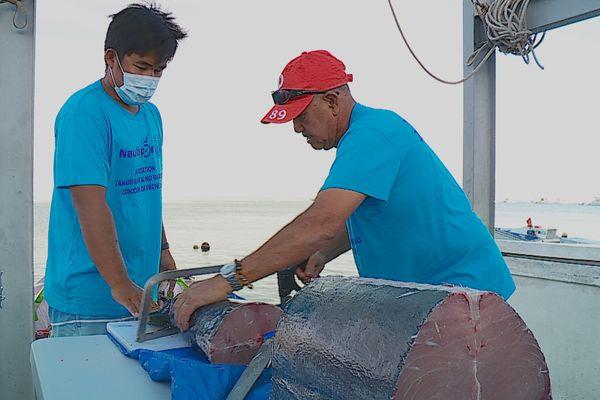 Du poisson acheté aux pêcheurs puis offert à des familles