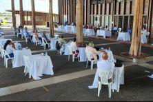 Le conseil municipal de Kourou en configuration de distanciation réuni à la médiathèque