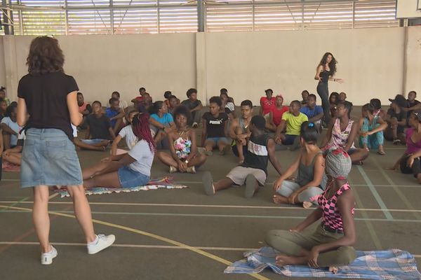 Kourou : le théâtre de l'Entonnoir initie les jeunes à l'art théâtral