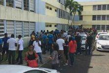 Mobilisation des agents d'EDF Archipel Guadeloupe au siège de Bergevin