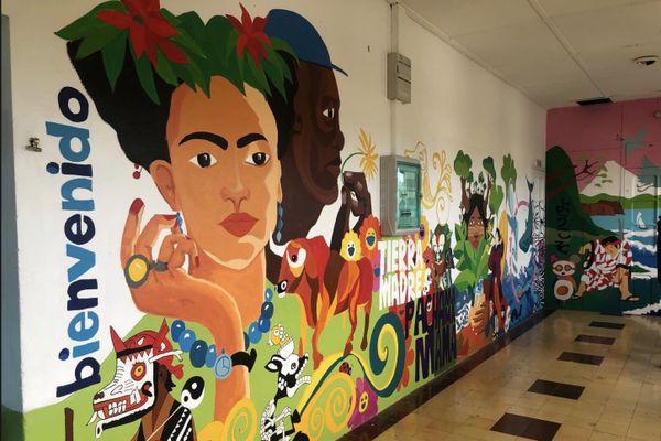 Inauguration d'une fresque murale peinte par les élèves au lycée Escoffier