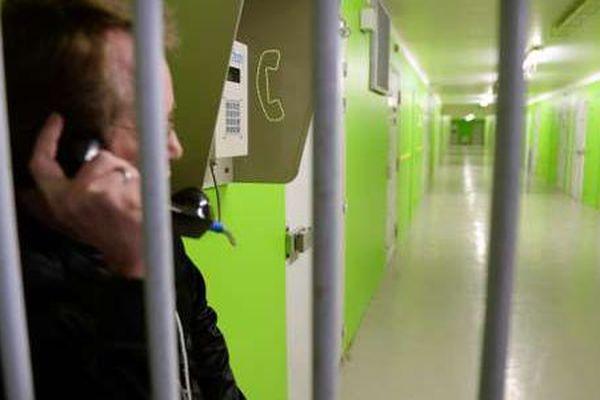 téléphone prison