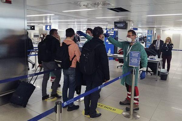 Contrôle température aéroport coronavirus