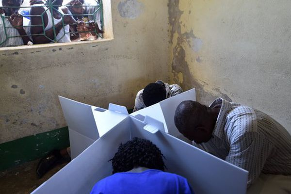 Haïti : des incidents parfois violents perturbent les élections législatives