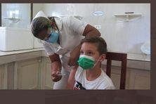 À Cuba les enfants sont vaccinés contre la COVID-19.