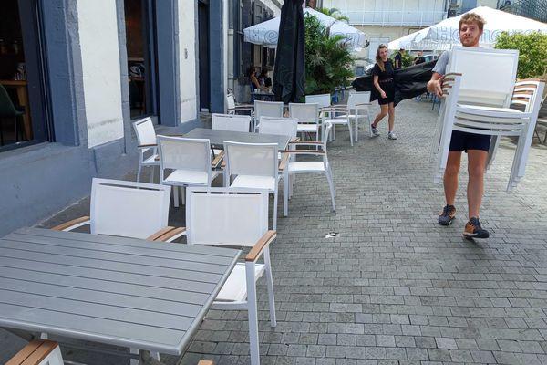 les nouvelles mesures de distanciation de 2 mètres au restaurant