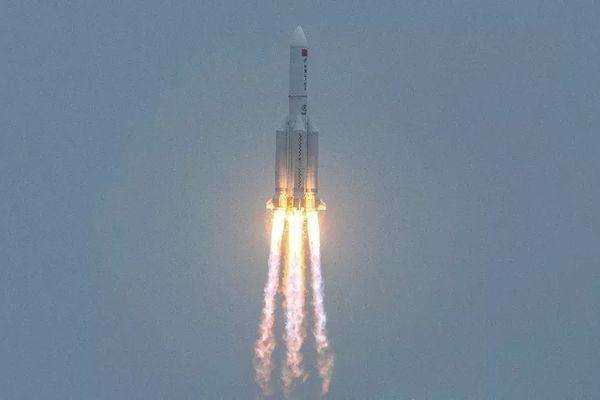 premier étage fusée chinoise entre atmosphère Océan Indien Maldives 090521