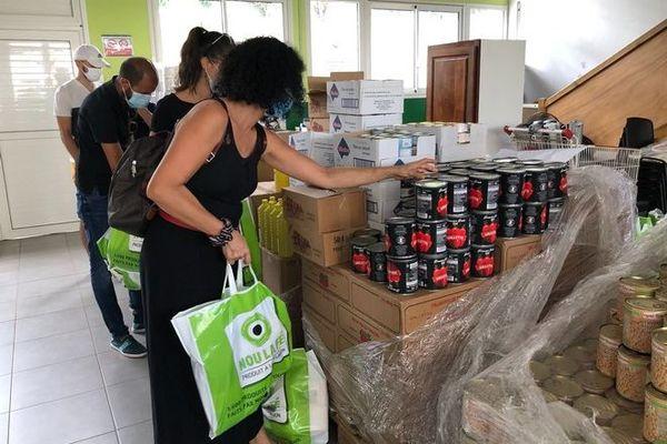 solidarité opération distribution colis alimentaire masques Fondker Saint-Denis 121220