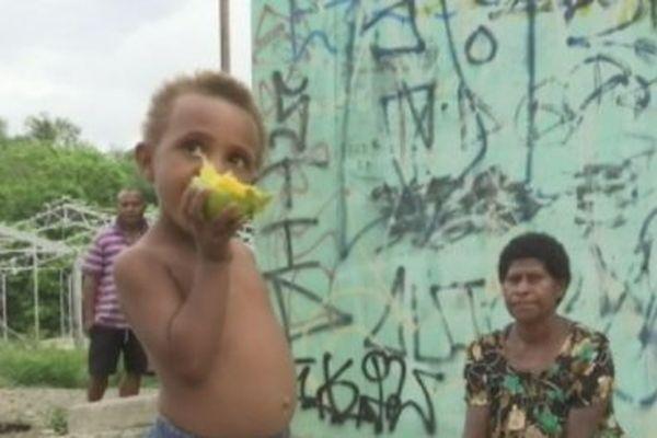 Enfant de réfugié papou à Port Moresby