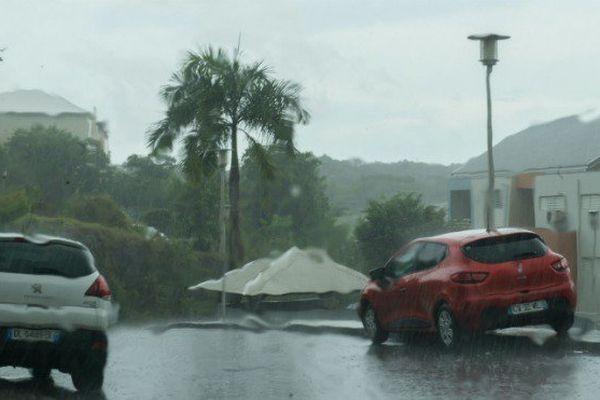 Premier bilan rassurant du passage d'Irma en Guadeloupe
