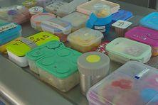 Les lunch box de chaque enfant qui présente une allergie.