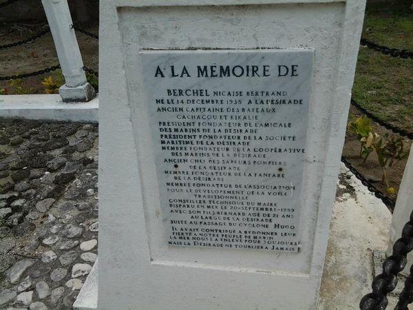Mémorial victime du crash d'hélicoptère du 20/09/1989, à la Désirade