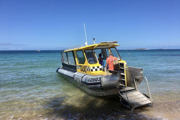 Déconfinement, dimanche de beau temps à l'Anse-vata, 18 avril 2021, taxi-boat
