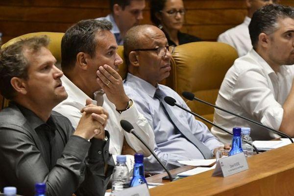 Didier Robert, le président de Région, en séance plénière.