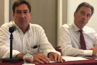 Amaury de Lavigne, directeur général de Carrefour et Michel Lapeyre, directeur général de GBH dans l'océan Indien.