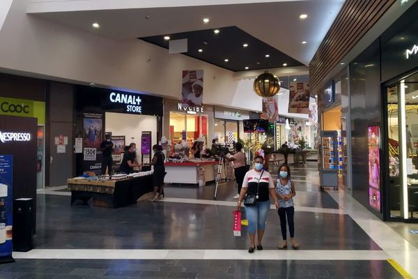Achats de Noël au Centre commercial de Matoury