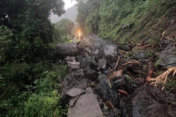 Salazie glissement de terrain route de Salazie 5eme km Bras des Citronniers 290421