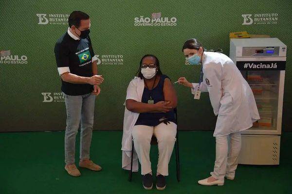 Première vaccinée au Brésil