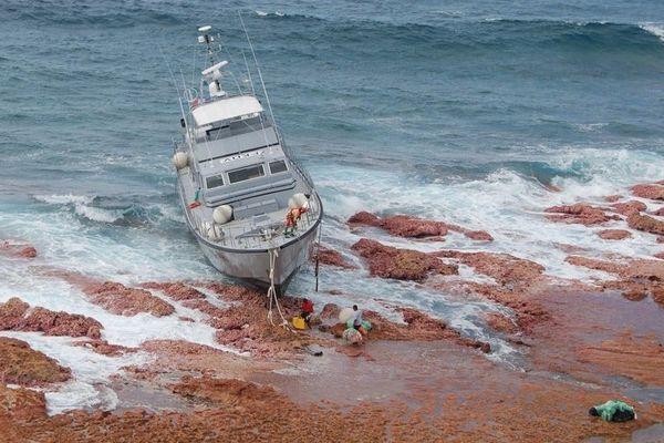 Arafenua : douaniers rapatriés, bateau immergé