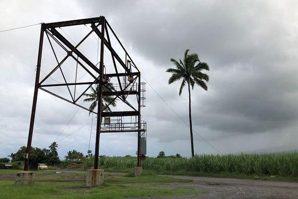 Le site du Moulin à maïs se situe entre le centre-ville de Saint-Louis et La Rivière, dans la partie basse du quartier de Bois de Nèfles Cocos.