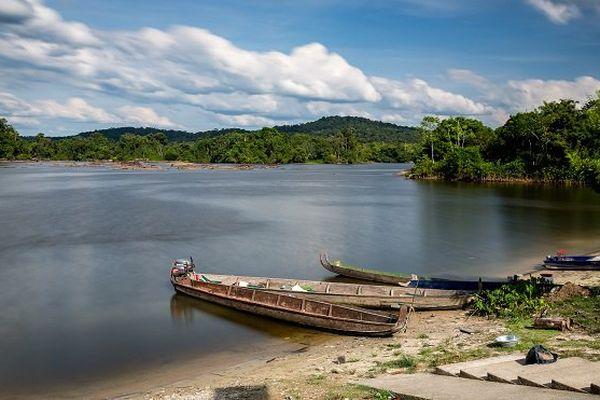 Accord France-Suriname pour la délimitation des frontières maritimes sur le Maroni