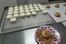Fabrication artisanale de fromage.