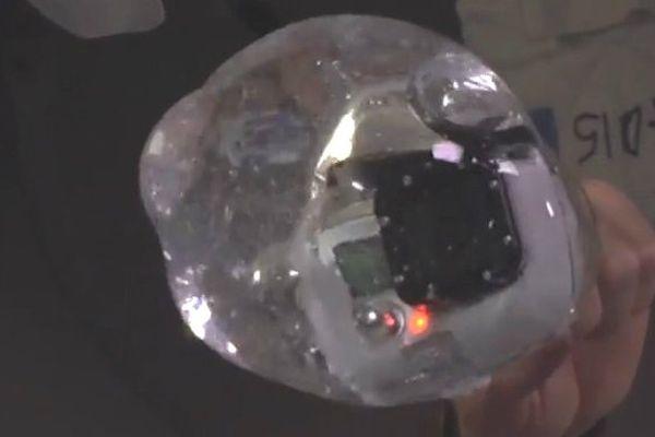 Que se passe-t-il lorsqu'on filme avec une GoPro dans une bulle de l'eau ?
