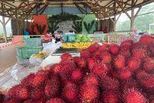 Le marché de Cacao et ses ramboutans