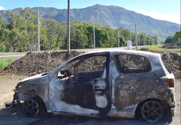 Voiture incendiée à Noël dans la traversée de Saint-Louis Mont-Dore 25 décembre 2017