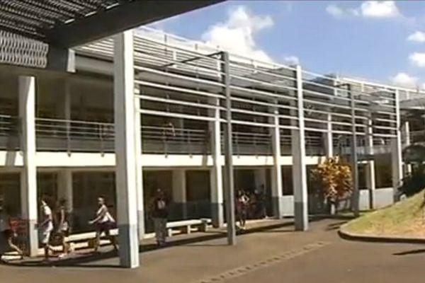 Chaleur au lycée Bois d'Olive au Tampon