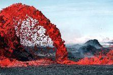 Des scientifiques estiment que l'activité volcanique pourrait être un précurseur à une éruption majeure similaire aux explosions du volcan Kilauea en 1925 (illustration)